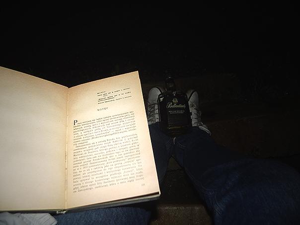 Pan Witkacy ryje banie, przeczytałem tylko połowę rozdziału, szkoda papieru było na tym deszczu.