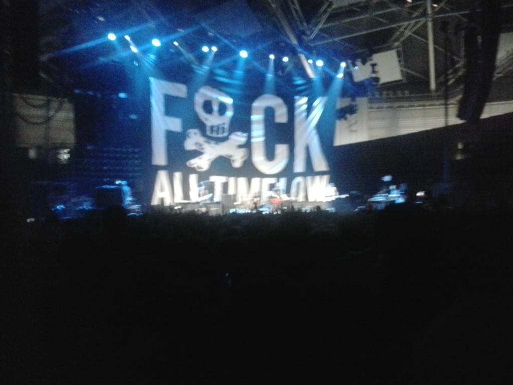 All Time Low rozgrzewające publiczność przed główną gwiazdą wieczoru.